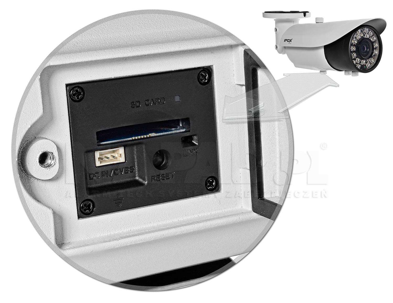 Slot na karty pamięci SD oraz gniazdo do podłączenie monitora serwisowego.