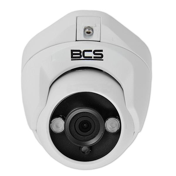BCS-DMQE1200IR3 wyposażono w stałoogliskowy obiektyw 3,6 mm i dwie diody III-generacji.