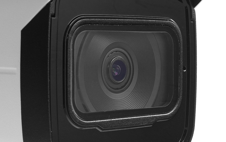 Stałoogniskowy obiektyw w kamerze bullet Dahua.