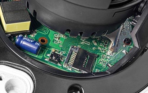 DH-IPC-HDBW1230EP-S-0280B - Slot karty pamięci w kamerze IP Dahua.