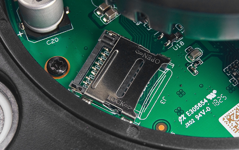 Slot karty pamięci w kamerze IPC Dahua.