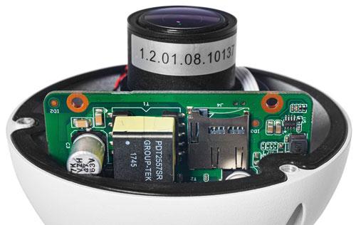 DH-IPC-HDW5231R-ZE-27135 - Slot karty pamięci w kamerze IP Dahua.