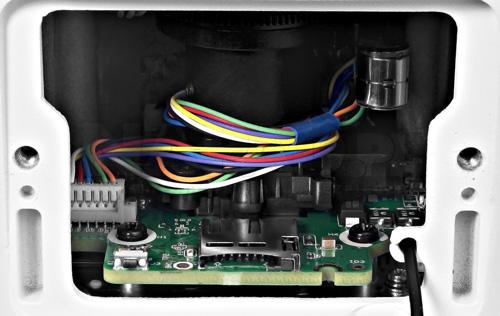 Slot karty pamięci microSD w kamerze IP Dahua.