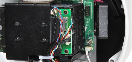 DH-SD50230U-HNI - Slot karty pamięci w kamerze IP Dahua.