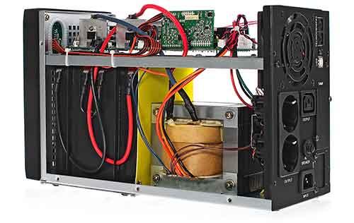 Środek zasilacza awaryjnego UPS 1000 S T LI