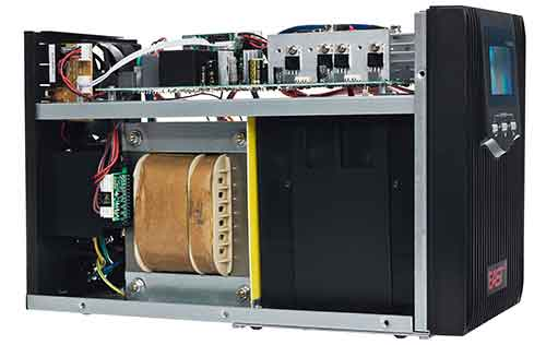 Solidna konstrukcja zasilacza UPS 1500STLI