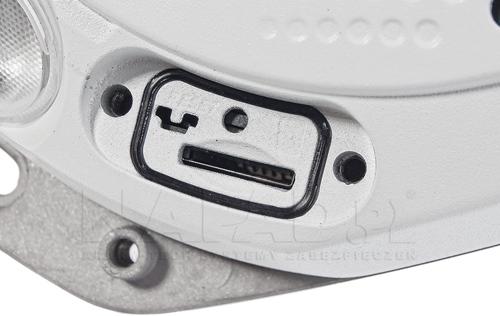 DS-2CD6332FWD-I - Wbudowany slot na karty microSD.