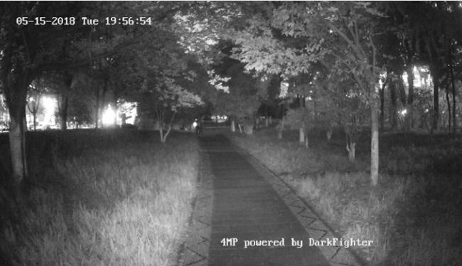 Porównanie działania kamer w warunkach nocnych.