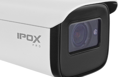 Kamera z obiektywem motozoom.