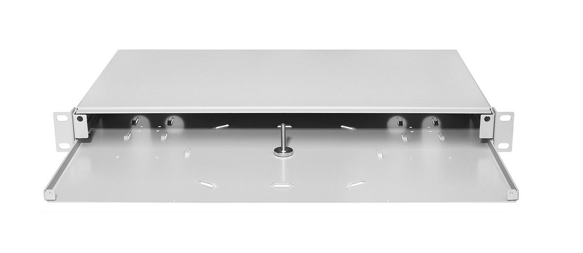 Przełącznica światłowodowa z zamontowanym panelem czołowym.