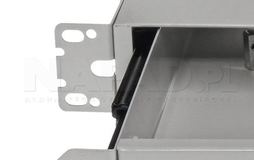 Zastosowane prowadnice w przełącznicy do wygodnego dostępu do wnętrza.