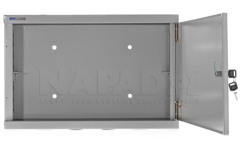 W5302 - Otwierane na zewnątrz drzwi wykonane z blachy stalowej.