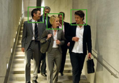 Funkcja automatycznego wykrywania twarzy.