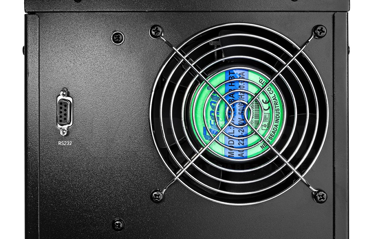 Duży radiator zapewnia optymalną cyrkulację powietrza w inwerterze ATINV800