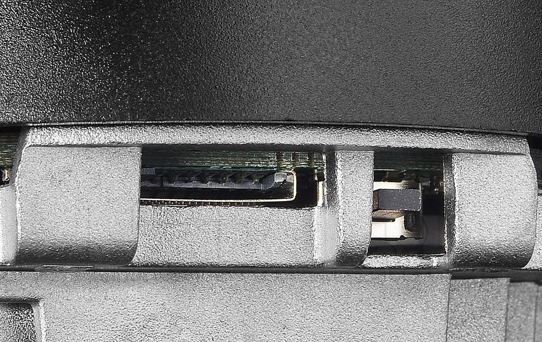 DS-2CD1741FWD-I(Z) - Slot na kartę microSD do 128GB.