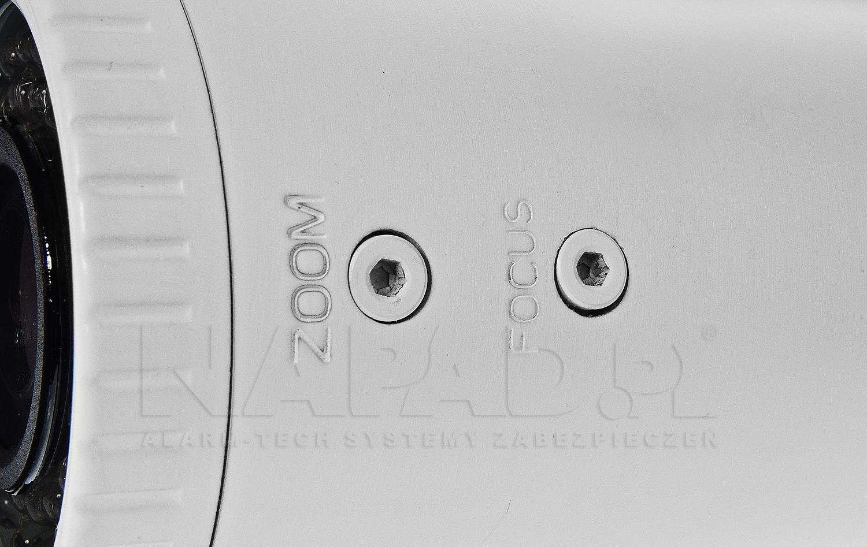 Regulacja obiektywu zapewnia łatwe dostosowanie kamery do środowiska pracy.