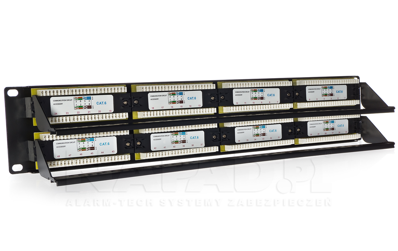 Zastosowane w urządzeniu uchwyty umożliwiają zachowanie porządku wewnątrz szafy rack.
