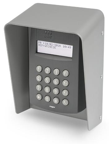 Kontroler dostępu PR602LCD-DT-O w ochronnej obudowie.