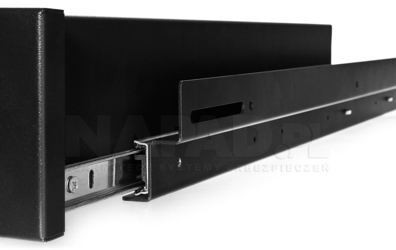 Pełny wysuw szuflady SZ1000 zapewniają zamontowane szyny.