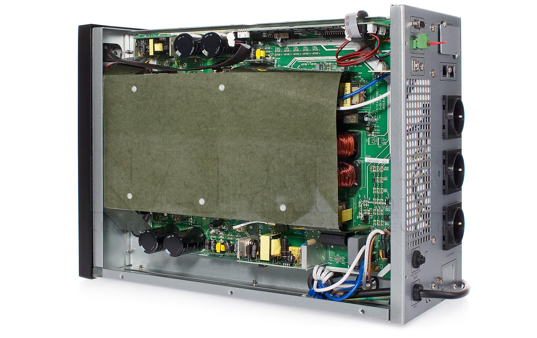 Wnętrze zasilacza awaryjnego AT-UPS2000