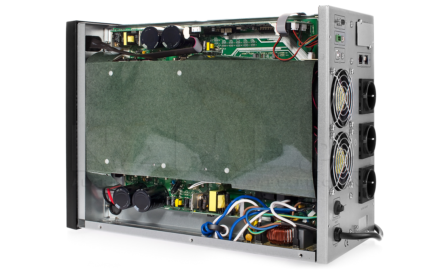 Wnętrze zasilacza UPS 3000 LCD