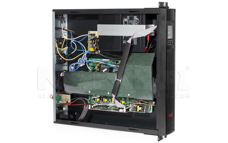 Zasilacz UPS wyposażono w trzy pojemne akumulatory