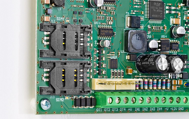 Miejsce na 2 karty SIM w module komunikacyjnym GSM-5
